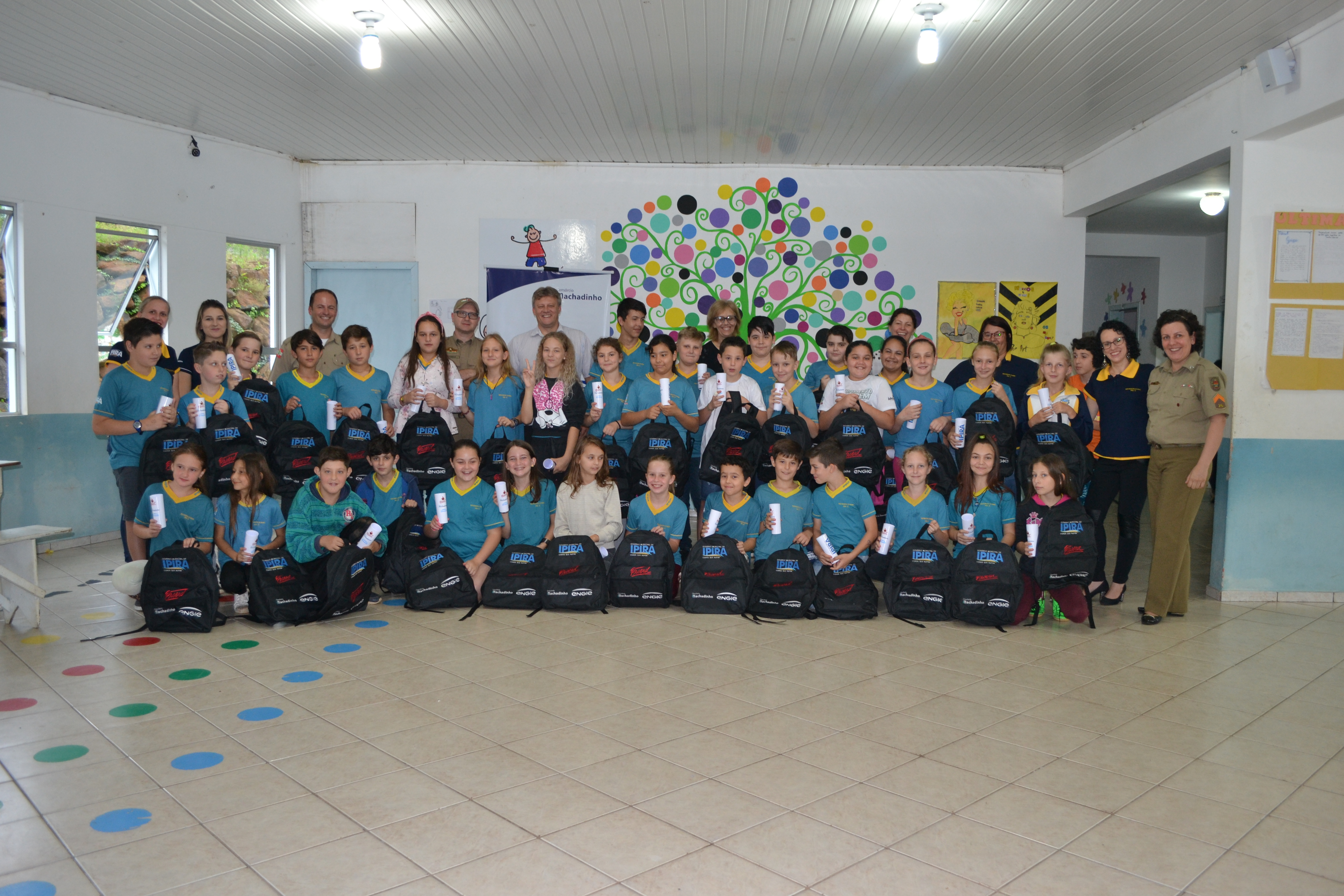 Alunos do PROERD de Ipira recebem kit escolar e ensaiam para a formatura - Jornal Bom Dia